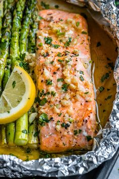 Salmon and Asparagus Foil Packs with Garlic Lemon Butter Sauce – – Whip up something quick and delicious tonight! – Salmon and Asparagus Foil Packs with Garlic Lemon Butter Sauce – – Whip up something quick and delicious tonight! Delicious Salmon Recipes, Baked Salmon Recipes, Fish Recipes, Seafood Recipes, Healthy Dinner Recipes, Chicken Recipes, Cooking Recipes, Recipes For Salmon Filets, Baked Salmon And Asparagus
