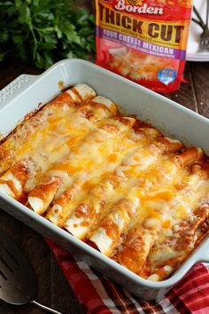 5 Ingredient Beef Enchiladas These quick and easy enchiladas only call for 5 ingredients and are ready in no time! It's the perfect recipe for a busy weeknight! Easy Beef Enchiladas, Enchilada Casserole Beef, Ground Beef Enchiladas, Enchilada Recipes, Enchiladas With Flour Tortillas, Ground Beef Burritos, Enchilada Sauce, Homemade Enchiladas, Cheese Enchiladas