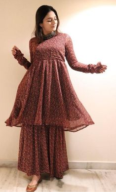 Casual Indian Fashion, Pakistani Fashion Party Wear, Indian Fashion Dresses, Indian Designer Outfits, Beautiful Pakistani Dresses, Pakistani Dresses Casual, Pakistani Dress Design, Stylish Dresses For Girls, Stylish Dress Designs