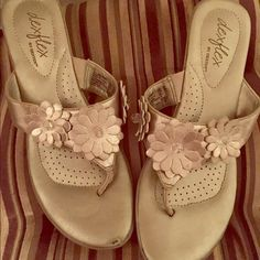 Beautiful Pair Of Champagne Colored Sandals.