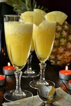 Sorbete de piña al cava Más Raw Food Recipes, Keto Recipes, Cooking Recipes, Bar Drinks, Cocktail Drinks, Tapas, New Years Cocktails, A Food, Food And Drink