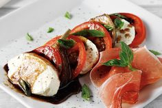 Caprese of Alessandra Classic Salad, Greek Beauty, Food Categories, Appetisers, Mediterranean Recipes, Salad Dressing, Caprese Salad, Nom Nom, Salads