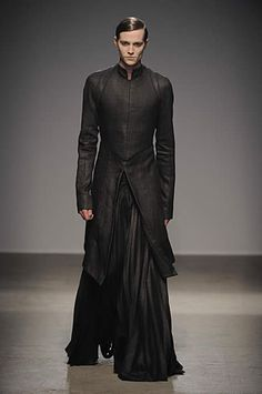 """""""neo""""  You have to be at least 6'2"""" to wear this and make it look good.  Long and Lean."""