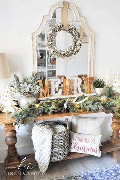 Christmas Entryway, Christmas Garden, Christmas Flowers, Farmhouse Christmas Decor, Outdoor Christmas Decorations, Christmas Home Decorating, Cottage Christmas, Classy Christmas, Noel Christmas