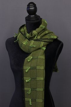 Bamboo scarves handwoven by Pamela Whitlock. Handwoven bamboo quilts from sosumi weaving. Loom Weaving, Hand Weaving, Weaving Designs, Woven Scarves, Color Trends, Bamboo, Arts And Crafts, Craft Art, Africa