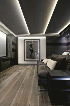 éclairage indirect led au plafond suspendu dans le salon sombre et moderne