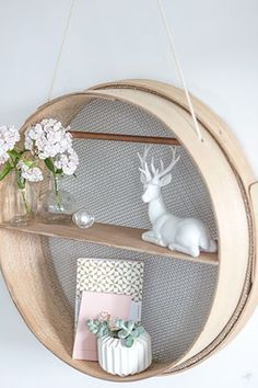 [ DIY ] Un tamis transformé en étagère suspendue - La Délicate Parenthèse Diy Home Decor, Room Decor, Living Room Mirrors, Creation Deco, Hanging Shelves, Home And Deco, Home Decor Inspiration, Decor Ideas, Decoration