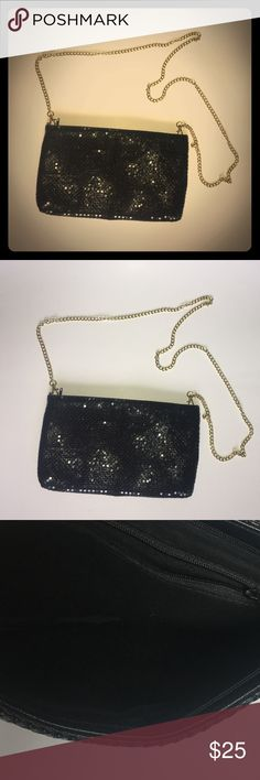 Black sequins purse NWOT Black sequins purse NWOT can have gold chain attached as a shoulder purse or can be taken off for a clutch clean beautiful elegant Bags Shoulder Bags
