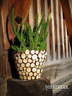 schöne, Vase mit Holzscheiben.... verleiht einer alten Tonvase ein neues Kleid...