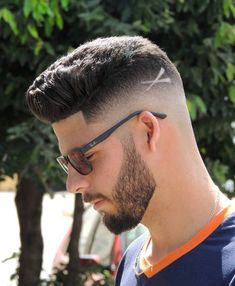 Short Pompadour Haircut + Hair Design. #coolhaircuts #haircuts #menshaircuts #haircutsformen #menshairstyles #hairstylesformen #menshaircuts2018 #menshairstyles2018