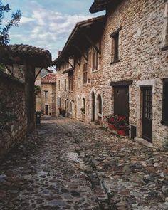 Pérouges, Rhône-Alpes | 58 villages français à visiter avant de mourir