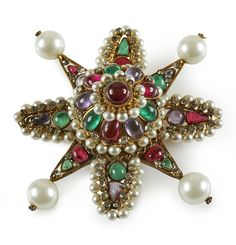 Maison Gripoix for Chanel, circa 1960   Gold metal brooch with glass paste stones, glass pearls and rhinestones. Estimation: €1,500 - €2,000