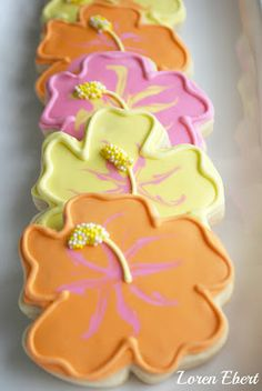 """The Baking Sheet: Hibiscus Flower Cookies! Servents coming out and """"feeding"""" it to the cast at the ball. Cute Cookies, Easter Cookies, Cupcake Cookies, Sugar Cookies, Cupcakes, Hibiscus Flowers, Tropical Flowers, Cookie Designs, Cookie Ideas"""