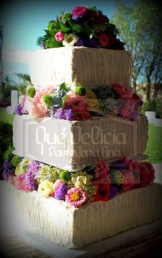 Pastel con flores naturales.