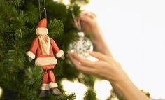 25 last minute Christmas hacks - NY Daily News Christmas Tree Decorations, Christmas Ornaments, Holiday Decor, Xmas, Christmas Hacks, Health Articles, Health And Wellness, How To Make, Holidays