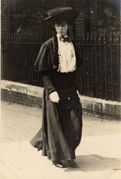 A woman in Cromwell Road, July 1906.    A pretty clearly Edwardian ensemble. This is just an ordinary woman walking around town rather than a fashion plate or an actress, so you can see how everyday people wore the clothes of the period.