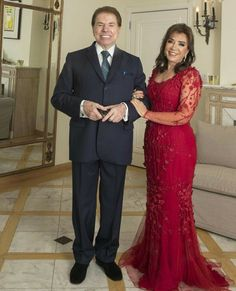 regram Silvio Santos e a Esposa Íris para o Casamento da Filha Patrícia Abravanel Mother Of The Bride Dresses Long, Beautiful Prom Dresses, Mothers Dresses, Elegant Dresses, Plus Size Gowns Formal, Formal Gowns, Dress Brokat, Bride Groom Dress, Curvy Dress