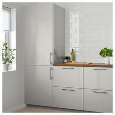 IKEA FROSTIG integrated fridge A++ 5 year guarantee. Read about the terms in the guarantee brochure. Kitchen Doors, New Kitchen, Kitchen Cabinets, White Ikea Kitchen, Beige Kitchen, Shaker Cabinets, Wooden Kitchen, Voxtorp Ikea, Ikea Ringhult