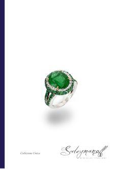 Si dice che la maggior parte degli smeraldi utilizzati nei gioielli antichi derivassero dalle miniere di Cleopatra in Egitto. Ai tempi la pietra veniva regalata alla sposa perché nel caso in cui avesse tradito il consorte si sarebbe frantumata in mille pezzi rivelando così la verità
