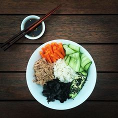 I think I'm turning Japanese, I think I'm turning Japanese I really think so! This #iqs8wp deconstructed sushi bowl featuring basmati rice, tuna, carrot, cucumber, avocado & nori is nothing less than genius 🙇And since it only took 5 minutes to put together, I think I will be turning Japanese on a regular basis 🇯🇵 #IQS #cleaneats #cleaneating #eatclean #eatrealfood #healthy #healthyfood #healthyeating #nourish #wellness #japanese #japanesefood