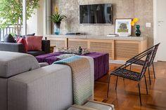 Uma decoração que une peças modernas com peças de família: https://www.casadevalentina.com.br/blog/OPEN%20HOUSE%20%7C%20LYLA%20OPICE --------------------------------  A decor that combines modern pieces with family pieces: https://www.casadevalentina.com.br/blog/OPEN%20HOUSE%20%7C%20LYLA%20OPICE