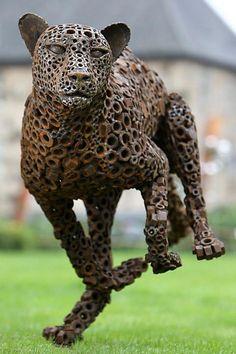 Leopard running art sculpture made from recycled scrap metal. Welding Art Projects, Metal Art Projects, Metal Crafts, Diy Projects, Project Ideas, Blacksmith Projects, Metal Art Sculpture, Steel Sculpture, Art Sculptures