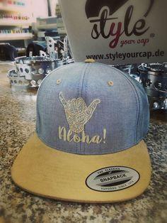 Aloha! Für alle Surfer unter euch bei Styleyourcap könnt ihr euch euer Snapback Cap so gestalten wie ihr es wollt,und das schon ab dem ersten Cap!! Surfer, Snapback Cap, Hats, Classic, Womens Fashion, Style, Derby, Swag, Hat