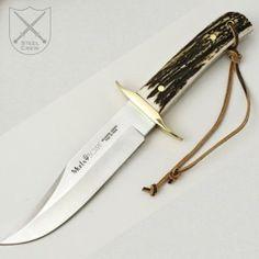 Cuchillo Bowie MUELA con una hoja de 16 cm y un mango de asta de ciervo. Bowie knife MUELA with a blade of 16 cm and a stag horn grip. €99.43