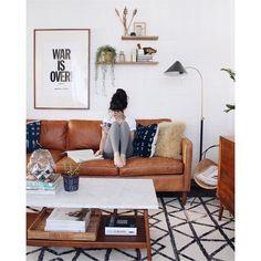 """• aaah! Esse caramelo / whisky ✨ • •• a gente também // a-m-a // essa """"pegada"""" folk cheinha de texturas - elementos rústicos e artesanais! • • via @newdarlings {perfil do casal robert & cristina que compartilham lifestyle / viagens / moda em cenários maravilhosos, como a casa deles em Phoenix, Arizona} • #apto41inspira #home #homedecor #decor #decoracao #decoração #decoration #interior #inspiracao #inspiration #folk #arizona #rústico #artesanal"""