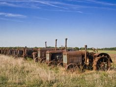 Tractors 608197124655922472 - row of old tractors – of, old, row, tractors Source by stefidubois Antique Tractors, Vintage Tractors, Old Tractors, Abandoned Cars, Abandoned Places, Abandoned Vehicles, Tractor Implements, Classic Tractor, Old Farm Equipment