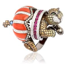 Fantasie Jubilee yellow gold diamond sapphire garnet and ruby Lion ring by Wendy Yue for Annoushka Cat Jewelry, Animal Jewelry, High Jewelry, Unique Jewelry, Animal Rings, Royal Jewelry, Lanvin, Cartier, Annoushka