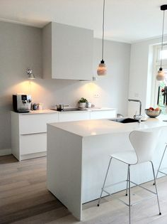 A Modern Kitchen Decor with Copper Lamps and Nordic Details Apartment Kitchen, Kitchen Interior, Kitchen Design, Kitchen Dinning, New Kitchen, Beautiful Kitchens, Cool Kitchens, Cocinas Kitchen, Simple Interior