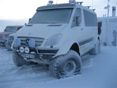 Maybe I should make my Sprinter a and lift it? ---- Pall Halldorsson, an ex-rally driver in Iceland, built this monster Sprinter on tires from a stock 2007 Mercedes Sprinter 318 CDI van. Mercedes Van, Mercedes Benz Trucks, Do It Yourself Camper, Mercedes Sprinter Camper, Sprinter Van Conversion, 4x4 Van, Bug Out Vehicle, Expedition Vehicle, Gazebo