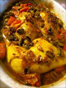 Kip met citroen, gember, olijven en tomaten