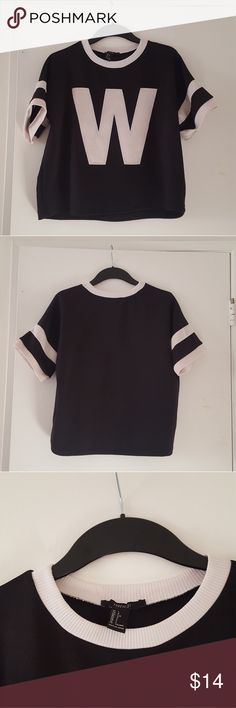 Crop top bundle (please read the description ) (Buy 1: $8)(Buy 2: $11) (Buy 3: $14)                       Please leave a comment below if you are interested or have any questions. These clothing items can fit Small to Medium n some up to Large. Also some of these clothing items  have tiny holes or stains so if u want close up pictures comment please below. Forever 21 Tops Crop Tops