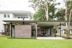 red-bricks cladding exterior art-deco house renovation