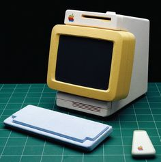 Early Apple Design Prototypes by Hartmut Esslinger Cool Office Gadgets, Cool Gadgets, Light Grid, Oui Ou Non, Tablet Phone, Computer Laptop, Retro Futuristic, Futuristic Technology, Energy Technology