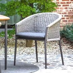 Marin Square Table with Fortuna Chairs Archives - Terra Outdoor Living Outdoor Dining Chairs, Patio Chairs, Outdoor Living, Outdoor Furniture, Outdoor Cafe, Outdoor Decor, Curved Lines, Square Tables, Seat Cushions