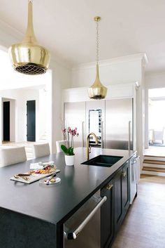 Combining classic elegance with modern functionality, designer Jessica Davis turned this kitchen into a sleek living space, which thanks to the inviting bar section is prime for get-togethers.