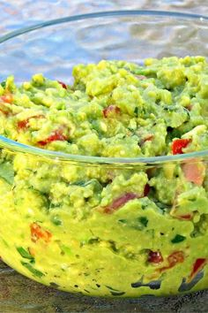 "Guacamole | ""We've eaten guacamole too many times to count and have made it countless times before. WE BOTH LOOOOVED THIS RECIPE!"" #footballrecipes #gamedayrecipes #tailgatingrecipes #superbowlrecipes #superbowlparty #superbowlpartyideas Dip Recipes, Delicious Recipes, Mexican Food Recipes, Recipies, Cooking Recipes, Tasty, Ethnic Recipes, Tailgating Recipes, Guacamole Recipe"