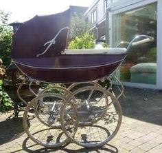 The wheels on this are massive! Pram Stroller, Baby Strollers, Delft, Vintage Pram, Prams And Pushchairs, Baby Buggy, Baby Prams, Baby Carriage, Baby Kind
