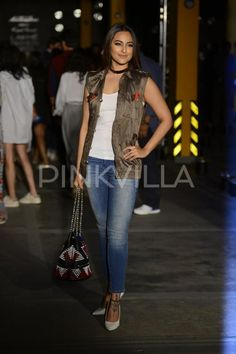 Sonakshi Sinha attended the ongoing Lakme Fashion Week Summer/Resort 2017 in Mumbai today. Bollywood Images, Katrina Kaif Photo, Bicycle Girl, Looks Chic, Sonakshi Sinha, Lakme Fashion Week, Top Pattern, Fashion Advice