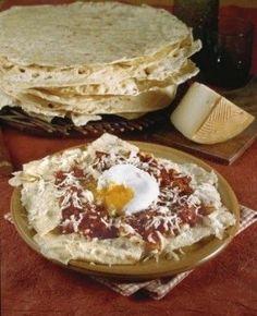 Cucina sarda: pane frattau con uova in camicia e pecorino | Ricette di ButtaLaPasta