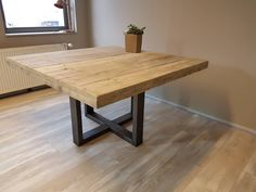 Houten tafel met U-kruis, blanke beits 137x137 cm, € 580,- Square Dining Tables, Dining Room Table, Dinning Table Wooden, Style At Home, Small Dining, Wooden Kitchen, Interior Architecture, New Homes, House Design