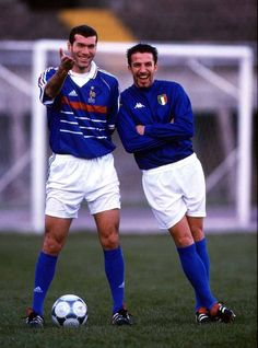 Zinedine Zidane (popularly known in French as Zizou) and Alessandro del Piero, Italian football player. Football Icon, Best Football Players, Football Is Life, Retro Football, World Football, Vintage Football, Sport Football, Soccer Players, Baseball