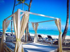 Traumstrand und Traumurlaub - Das wird im Vista Sol Punta Cana Beach Resort & Spa besonders groß geschrieben. Entspanne auf dem gemütlichen Day Bed oder genieße den karibischen Charme am hauseigenen Pool. Entspannung pur für Dich und Deine Seel!