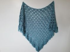 A free crochet pattern of a shawl. Do you also want to crochet this april showers shawl? Read more about the Free Crochet Pattern April Showers Shawl. Crochet Prayer Shawls, Crochet Shawls And Wraps, Crochet Scarves, Crochet Clothes, Crochet Cowls, Crochet Sweaters, Crochet Stitches, Shawl Patterns, Stitch Patterns