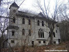 Abandoned church in Stotesbury, WV Abandoned Buildings, Abandoned Property, Old Abandoned Houses, Old Buildings, Abandoned Places, Old Houses, Modern Buildings, Spooky Places, Haunted Places