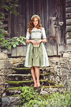 """Lena Hoschek Tradition S/S15 """"Dirndl Annabell"""" und """"Dirndlbluse Sulm"""" www.lenahoschek.com"""