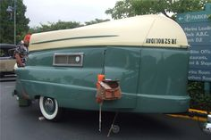 1954 Kom-Pak Sportsman – Are Hotel Prices Getting You Down? | Classic Boat News / Woody Boater